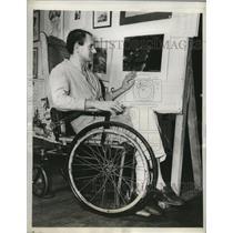 "1944 Press Photo Douglas Hay shows art ""Destination Germany"" which won prize"