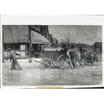 1898 Press Photo Milwaukee Wisconsin Neighbors Replace Horsepower When Needed