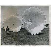 1939 Press Photo Australian air cadets learning parachute instructions