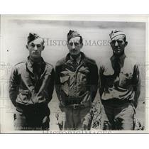 1935 Press Photo Three Pilots who escaped plane crash seen at March Field