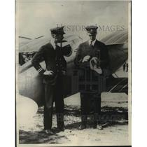 1923 Press Photo Lieutenants H. J. Brew and A. J. Williams set new speed record