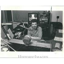1984 Press Photo Art Oster, radio host, Madison, Wisconsin - mjp26897