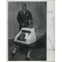 1969 Press Photo Green Bay Packer football's Lionel Aldridge with snowmobile
