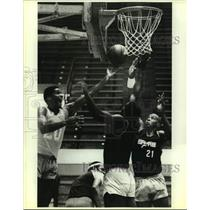 1986 Press Photo The San Antonio Spurs during basketball practice - sas14137