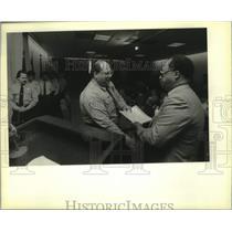 1990 Press Photo NOPD Superintendent Warren Woodfork awards Top Gun awards
