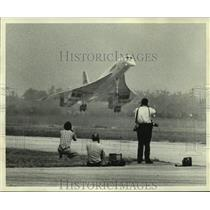 """1976 Press Photo The """"Concord"""" jet has it's first landing at New Orleans Airport"""