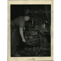 1940 Press Photo Mechanics at Alexandria Torpedo Station Build Torpedos For Navy