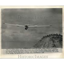 1962 Press Photo Faltering glider hits crowd, hurts five in San Diego, CA