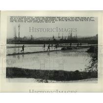 1950 Press Photo Australian Troops Across Rice Field during attack in Chongju