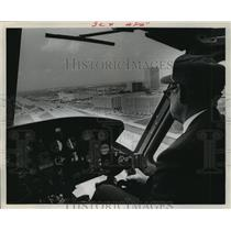 1970 Press Photo Helicopter pilot K. L. (Cap) Kimbo flies Bell 205A over Houston