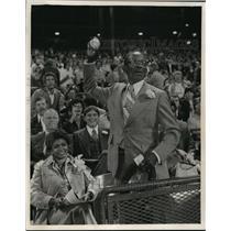 1976 Press Photo Herbert Aaron, father of Brewer' Hank Aaron, throws 1st ball