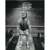 1982 Press Photo Bob Winckler concentrates as he warms up by weightlifting
