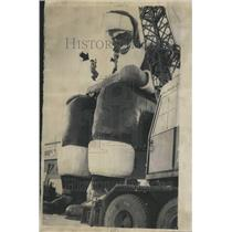 1963 Press Photo Crane Cable Roy Davis Steel Ball - RRV61891