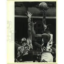 1984 Press Photo San Antonio Spurs and Phoenix Suns play NBA basketball