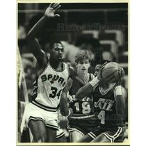 1985 Press Photo San Antonio Spurs and Utah Jazz play NBA basketball - sas14992