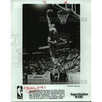 1986 Press Photo Atlanta Hawks basketball player Spud Webb in action - sas16349