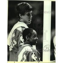 1986 Press Photo Atlanta Hawks basketball players Spud Webb and Jon Koncak