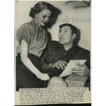 1951 Press Photo Washington Redskins football fullback Rob Goode and wife Sylvia