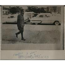 1964 Press Photo Franklin Walks to Register at Auburn University - abno09984