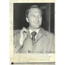 1973 Press Photo Oklahoma football coach, Chuck Fairbanks, to sign with Patriots