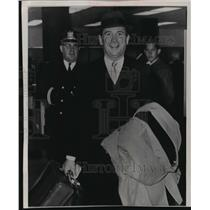 1964 Press Photo Robert G. Baker arriving in Baltimore from Puerto Rico