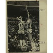 1979 Press Photo San Antonio Spurs basketball, James Silas and Billy Paultz