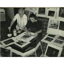 1940 Press Photo Albany, NY Art Institute staff prepare photos for exhibition
