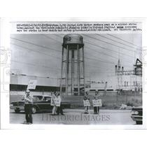1963 Press Photo United Auto Workers Strike Ford Motor - RRV44903