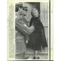 1972 Press Photo German nurse enters Gaeta prison to marry SS colonel Kappler.