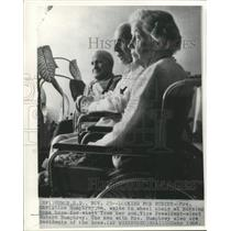 1964 Press Photo Christine Humphrey and other residents of nursing home