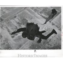 1970 Press Photo Skydiving's Jack Wallace pulls his rip cord, releases his chute