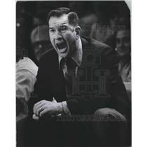 1971 Press Photo Milwaukee Bucks' Coach Larry Costello yells advice to players