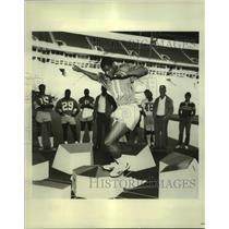 1982 Press Photo Dallas Cowboys football draft pick Rod Hill, coach Tom Landry