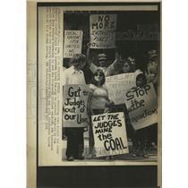 1976 Press Photo Striking Coal Miners - RRW37129