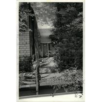 1977 Press Photo Wong home courtyard gate Kitchen room - RRW73417