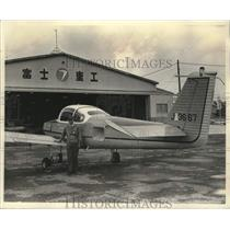 1973 Press Photo Shigemaro Miki and an Fuji FA-200 airplane, Utsunomiya, Japan