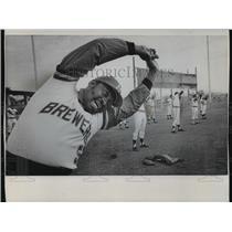 1973 Press Photo Milwaukee Brewer George Scott warms up at spring training