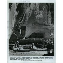 1979 Press Photo Visitors at the Antelope House Ruin in Canyon del Muerto, AZ