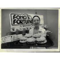 1981 Press Photo Tom Chose Christine Chinese Bakery - RRW65179