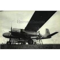 1983 Press Photo Mitch Zehr cleans an A-26B plane during Oshkosh Convention