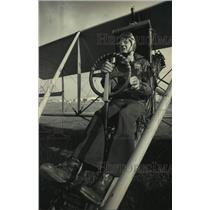 1987 Press Photo Pilot Dale Crites at the controls of a 1911 Curtis Pusher, WI