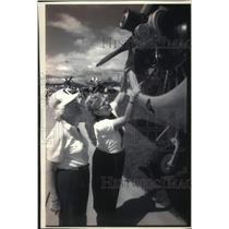 1993 Press Photo Harriet White & other, Experimental Aircraft Association Fly-In