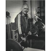Press Photo A man lifting weights - mjt13775