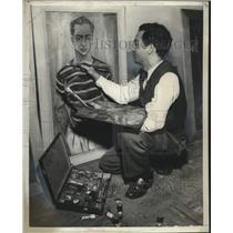 1950 Press Photo Marcel Gomez Painting his Autoretrato - noo22292