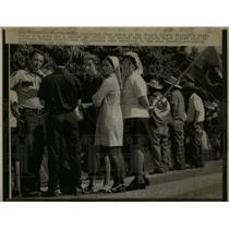 1973 Press Photo Fred Davis Speaks With Clergy - RRW67055