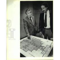 1988 Press Photo Richard De Munbrun, Tony Scarnato, dentention facility plans