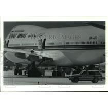 1993 Press Photo Kuwait Airlines crew member examines wing damage - hca43252