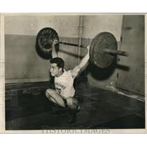 Press Photo Charles DiMaggio lifts weights - nos12439