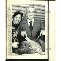 1971 Press Photo Captain and Mrs. Elgin Long carve Thanksgiving turkey
