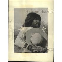1934 Press Photo A Seri Indian woman with her face painted - mjc37535